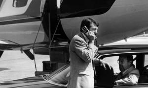 Сколько стоил мобильный телефон в 90-е: сравнение с современными ценами
