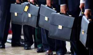 Повышение зарплаты госслужащим в 2020 году: кому и на сколько повысят