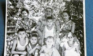 Родителями Алишера Усманова были: отец – высокопоставленный чиновник, мать – домохозяйка.